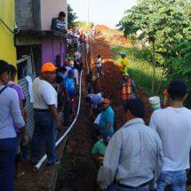 Dávila encabeza un tequio más; amplían red de agua potable en La Granada