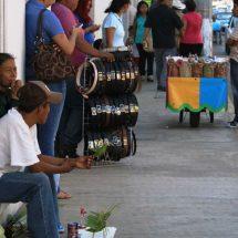 Realizan registros de comerciantes ambulantes para la renovación de cédulas