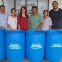 Entrega Anilú Delfín contenedores para la comunidad de Santa Úrsula