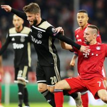 AJAX SALE VIVO DE LA CANCHA DEL BAYERN MUNICH