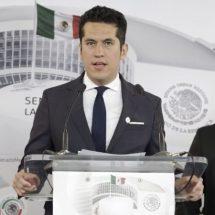 Senador casi deja sin bancada al PRD por mudarse al PVEM