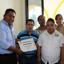 Fundación Down Tuxtepec entrega reconocimiento a Fernando Bautista Dávila