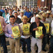 Entrega Gobierno de Dávila apoyo a 60 ganaderos de Tuxtepec