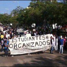 Normalistas de Oaxaca recuerdan con marcha el 2 de octubre