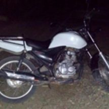 POLICÍAS ESTATALES ASEGURAN MOTOCICLETA CON REPORTE DE ROBO