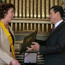 México entrega Orden del Águila Azteca a Roberta Jacobson