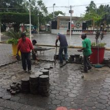 Obras Públicas Municipales trabaja en rehabilitación de andadores de Tuxtepec