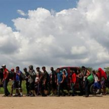 Caravana migrante decide avanzar hacia Acayucan, Veracruz