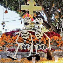 Reviven fiestas de muertos a los panteones de Oaxaca