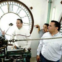 Vuelve a sonar 20 años después el Reloj municipal de Mérida