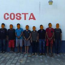 DETIENE POLICÍA ESTATAL A OCHO PRESUNTOS INTEGRANTES DE UNA ORGANIZACIÓN DELICTIVA EN SAN PEDRO POCHUTLA
