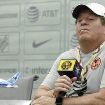 MIGUEL HERRERA DEFIENDE A CAIXINHA TRAS ELIMINACIÓN DE CRUZ AZUL EN COPA
