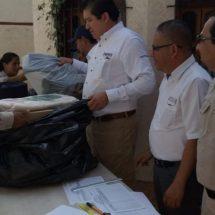 Reciben uniformes empleados contra paludismo