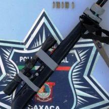 DOS PERSONAS FUERON DETENIDAS POR LA POLICÍA ESTATAL CUANDO TRANSPORTABAN DOS ARMAS LARGAS DE FUEGO
