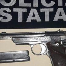 DETIENE POLICÍA ESTATAL A DOS PERSONAS EN HUATULCO POR PORTACIÓN ILEGAL DE ARMA