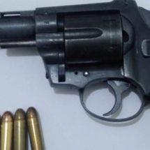 DETIENE LA POLICÍA ESTATAL A CUATRO PERSONAS Y ASEGURA TRES ARMAS