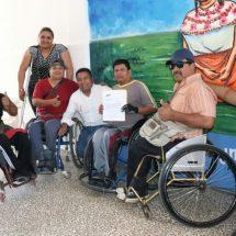 """En """"Lunes Ciudadano"""" Dávila da atención especial a discapacitados"""