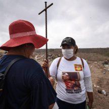 Nuevas fosas clandestinas en México reviven la angustia y el dolor