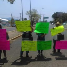 Desplazados de Zaachila bloquean frente a Ciudad Administrativa de Oaxaca