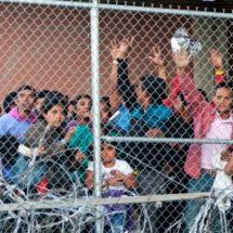 Corte de EU frena fallo que impedía devolver migrantes a México