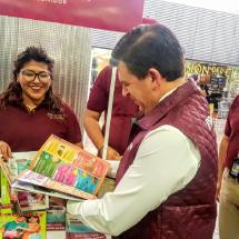 Profeco muestra 500 precios de productos a viajeros del AICM