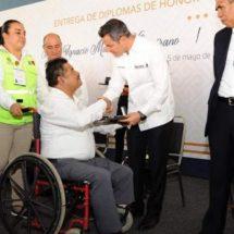 Wilfrido Pablo Gallegos, profesor ejemplar a quien el IEEPO reconoce su aportación a la educación