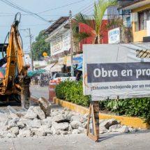 Gobierno de Tuxtepec repara tramo afectado por socavón en la calle Matamoros