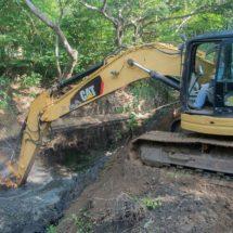 Gobierno de Dávila realiza trabajos de desazolve de arroyos en colonias