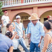 Con Tequio, Gobierno de Dávila construye grad   as en cancha techada de San Felipe de la Peña