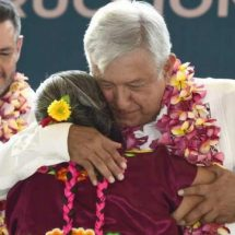 Regresa AMLO a tierras juchitecas