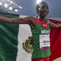 Risper Biyaki consigue su primera medalla con México