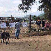 Protestan vecinos de Atzompa ante afectaciones por planta trituradora de asfalto