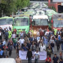 Los transportistas asfixian Ciudad de México para exigir un aumento de la tarifa