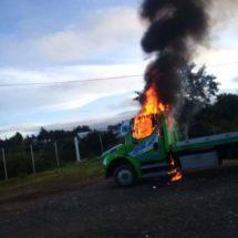 Se oponen a operativos y CATEM Joven incendia dos grúas en Nochitlán