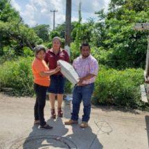Agradecen el apoyo de instalación de lamparas en colonia El Laurel