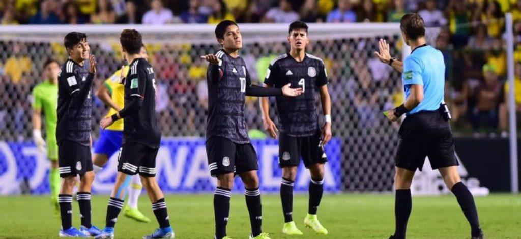 EXÁRBITROS DE MÉXICO RESPALDARON AL VAR TRAS PENALTI A FAVOR DE BRASIL SOBRE EL TRI