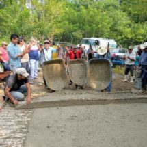 Con Tequio concluye Dávila pavimentación a Agua Fría Piedra del Sol