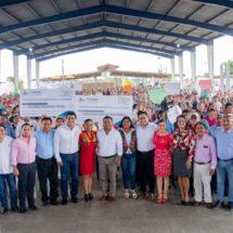 Beneficia Dávila a mil 240 familias con Piso y Techo Firme