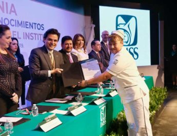 IMSS está de pie gracias a sus trabajadores: Zoé Robledo