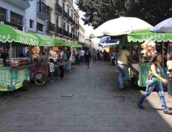 Ayuntamiento en pláticas para reubicar ambulantes