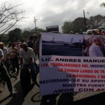 Bloquean obreros de Lerdo de Tejada carretera Federal 180: Los Tuxtlas incomunicada