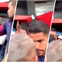 ¡Miguel Ponce se 'calentó'! Encaró y empujó a fan de Chivas a su llegada a Tijuana