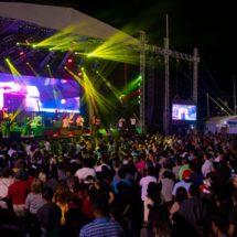 Miles celebraron el amor y la amistad con Los Baby's en Tuxtepec