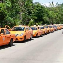 Taxistas reciben cursos de manejo a la defensiva y distracción al volante
