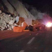 Cerrada la autopista Oaxaca-Puebla por derrumbe e incidentes