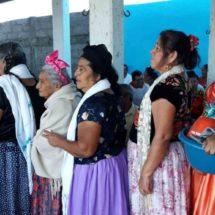 Zapotecas viven al día; lejos de #UnDíaSinNosotras