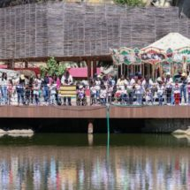Niñas, niños y jóvenes del Teletón disfrutan de parques públicos