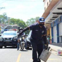 Retira Policía Vial de Oaxaca de Juárez obstáculos de calles y avenidas