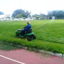 Gobierno de Tuxtepec realiza trabajos de mantenimiento en espacios deportivos de la ciudad