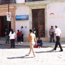 Bancos siguen con largas filas; SSO les pide cumplir medidas sanitarias